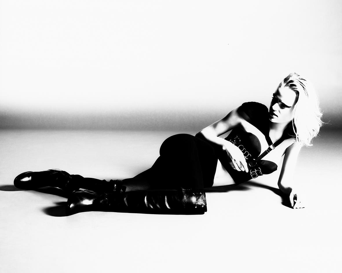 Female fashion editorial with model Siri Meßmer by Heidi Rondak for Teaser Magazine