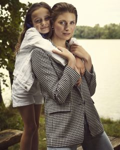 Lifestyle editorial with actress Andréa Winter Wahlgren of Modelwerk and Ruby of Agentur Lichtkind by Heidi Rondak